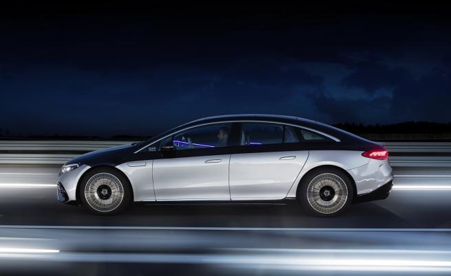 До 350 различни сензора следят заобикалящата среда и управляват автомобила.