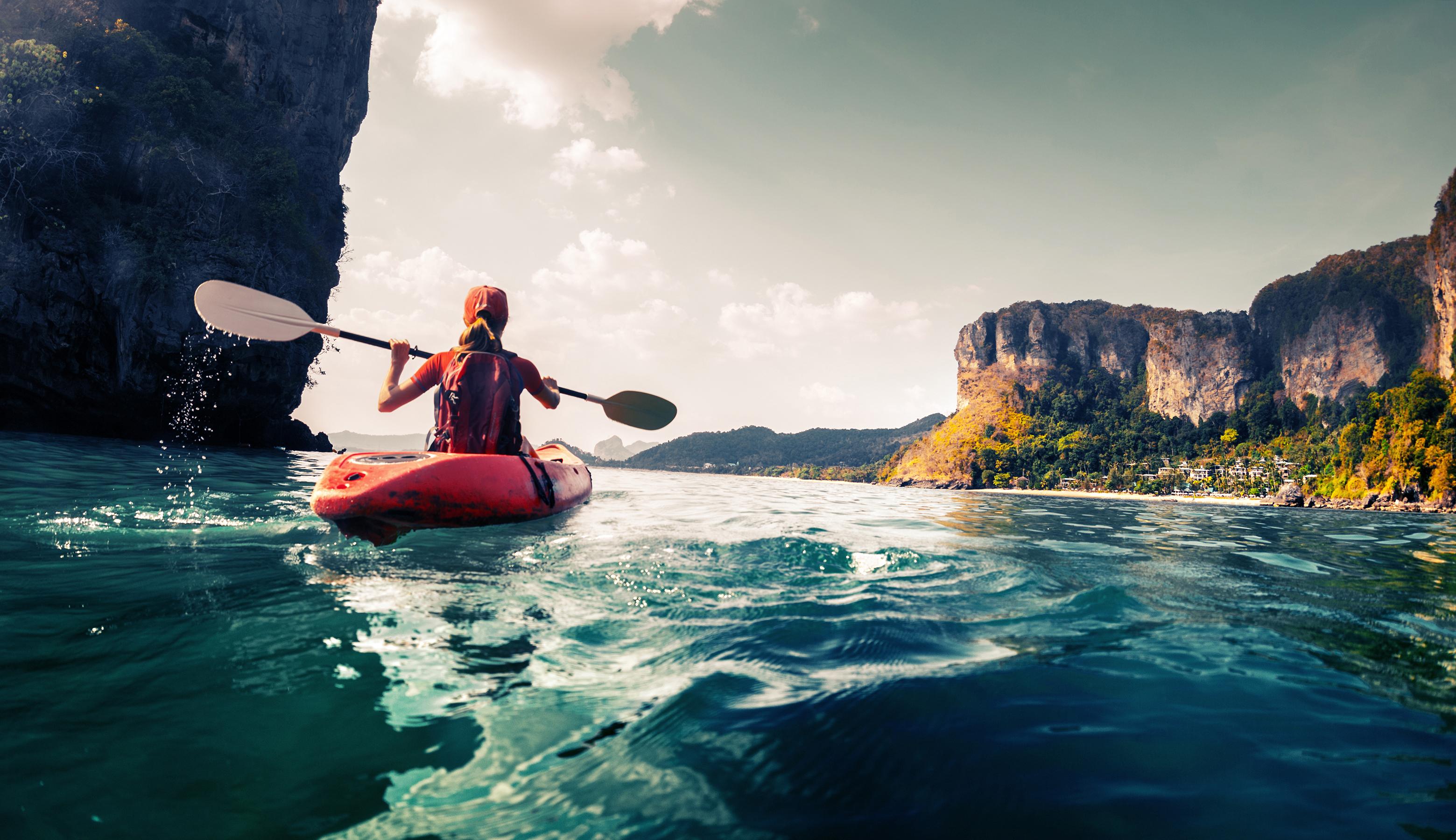<p><strong>Водни забавления</strong></p>  <p>Ако сте фенове на водните забавления, на Гибралтар ще откриете много възможности. Можете да плувате с лодка или кану, както и да се грумкате с шнорхел над рифа.</p>