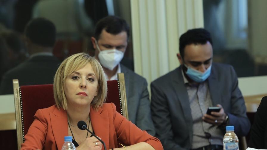 """Манолова: Предлагаме да бъде създаден изборен район """"в чужбина"""""""