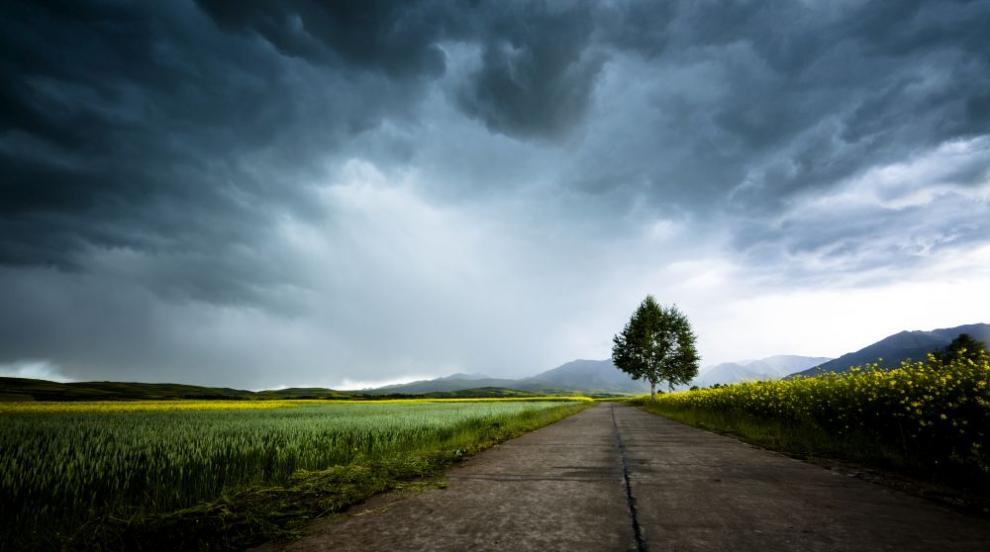 Слънце, гръмотевици, дъжд: Какво ще бъде времето през уикенда (ВИДЕО)