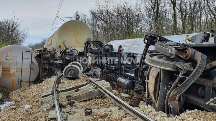 Влак с цистерни с гориво дерайлира край Ветово-Сеново