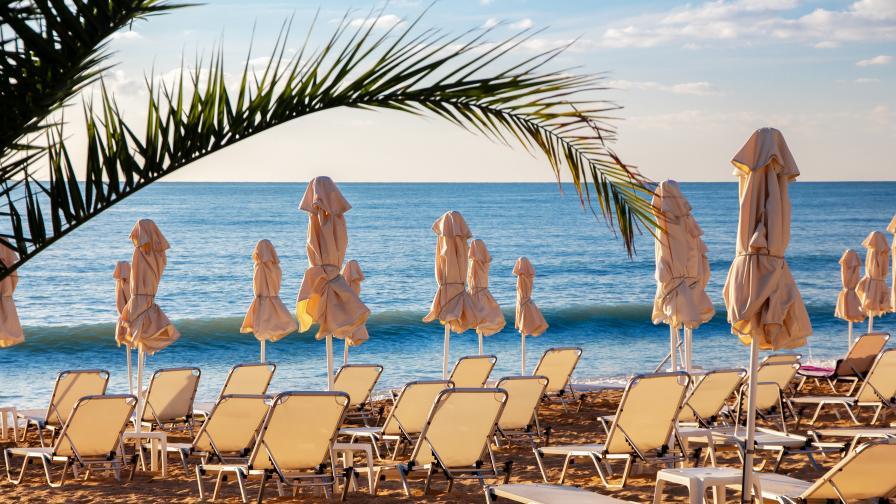 COVID-19: Ваксинират работещите в туризма до края на май