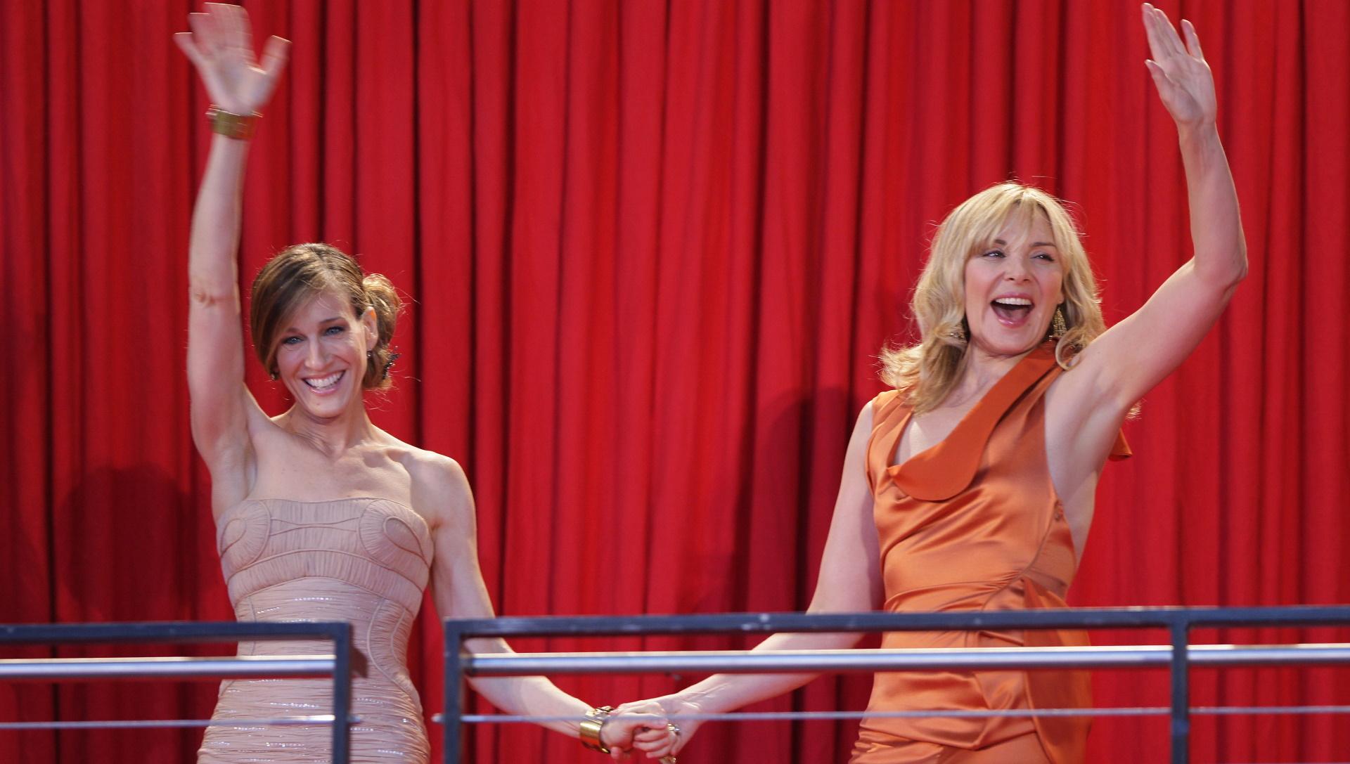 <p><strong>Сара Джесика Паркър и Ким Катрал</strong></p>  <p>Двете дами работиха заедно дълги години в сериала &bdquo;Сексът и градът&ldquo; и човек би предположил, че се разбират отлично. Но не е така, Катрал не била доволна, че Паркър получавала много по-висок хонорар, а Сара се ядосвала, че героинята на Ким била любимка на публиката.</p>