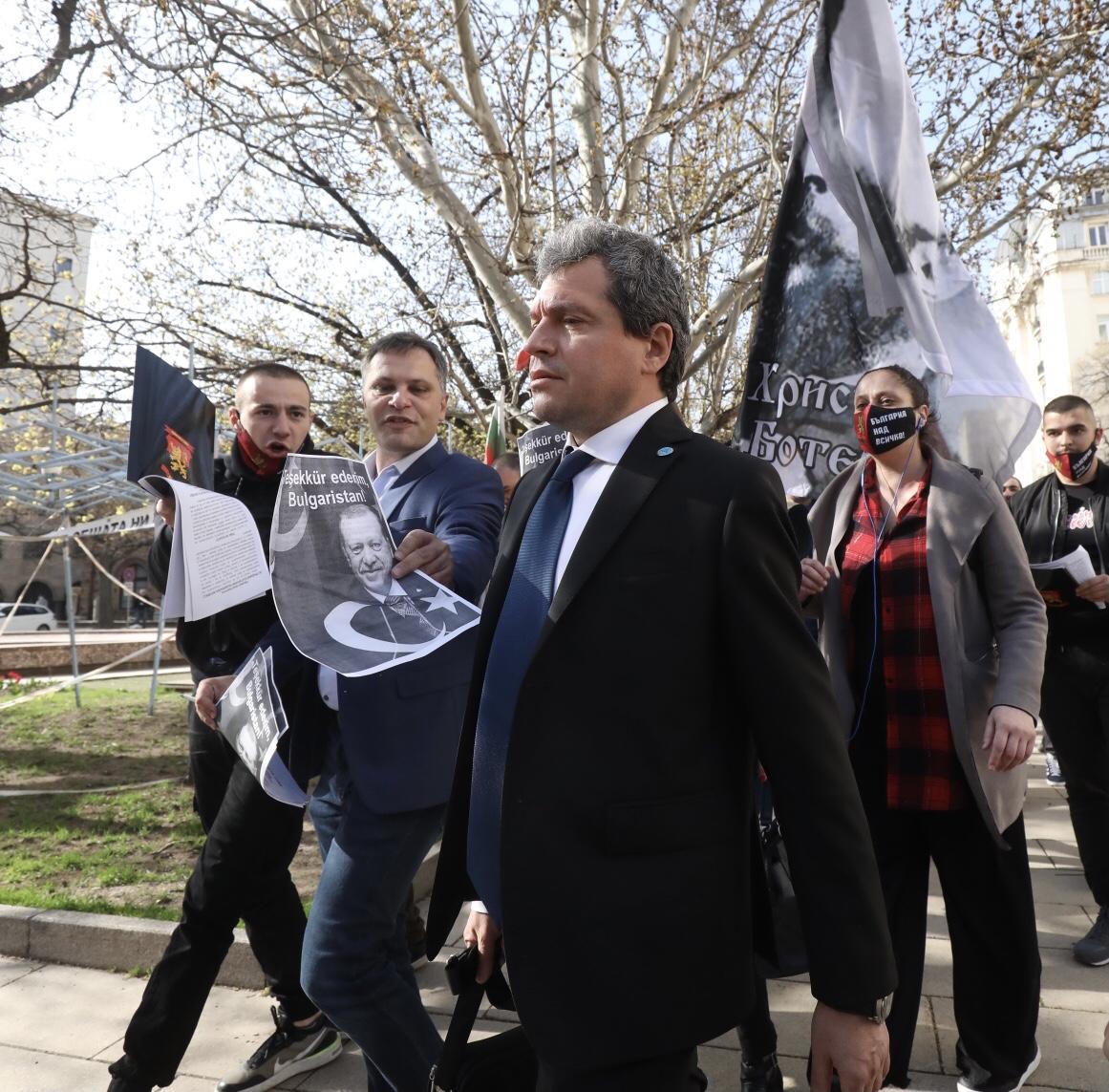 <p>ВМРО на протест пред НС</p>