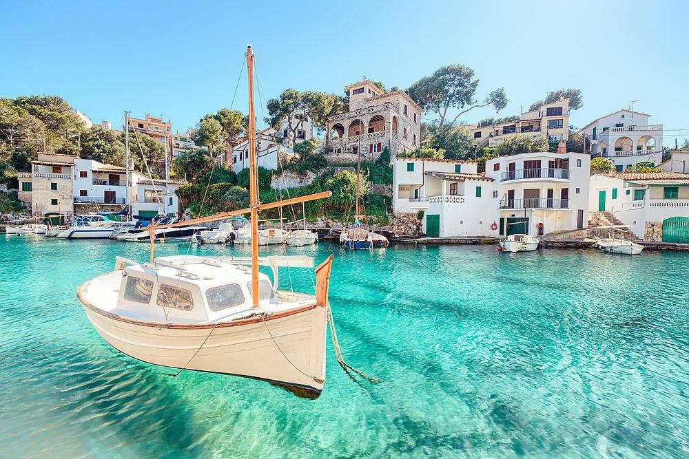 Майорка<br> <br> Островът е пълен с романтика и красива природа.