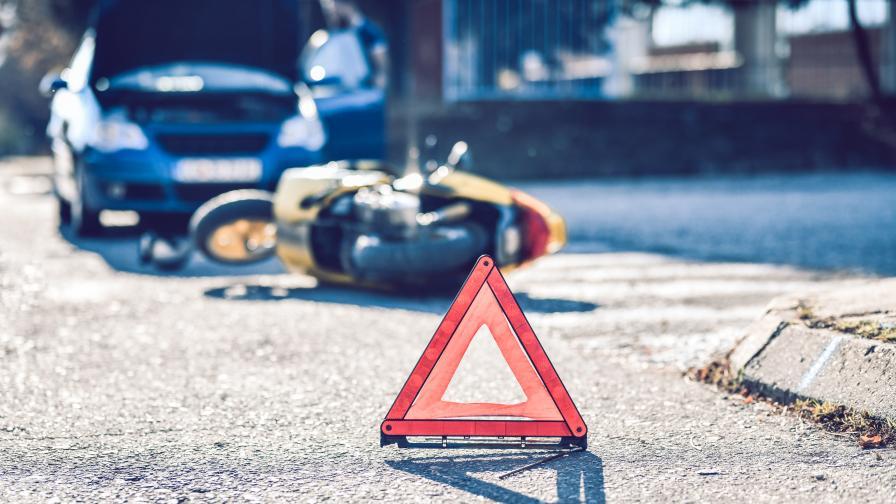 Катастрофа в София, мотоциклетист пострада тежко