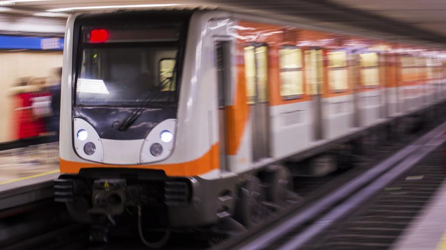 <p>Трагедия в Мексико: рухна надлез, влак на метрото падна</p>