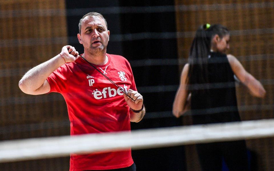 Селекционерът на женския национален отбор по волейбол Иван Петков има
