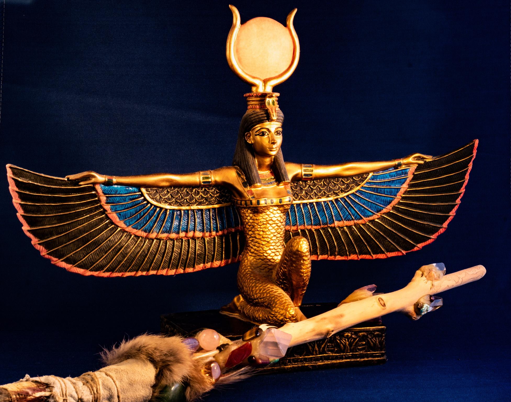 <p><strong>Изида &ndash; богиня на магията на историята, на семейството, символ на мъдростта и брачната вярност на съпругата към мъжа, дори и след смъртта му &ndash; Риби</strong></p>  <p>Хората под знака на Изида са директни и обичат да минават директно на въпроса, те са много енергични и игриви, с голямо чувство за хумор.</p>
