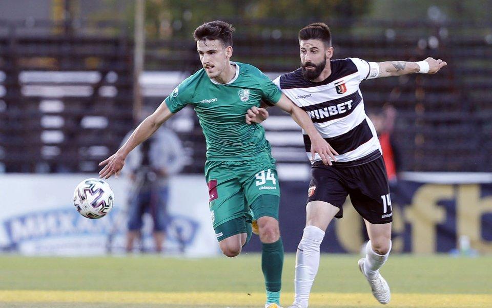 Локомотив Пловдив и Берое играят при 0:0 в сблъсък от