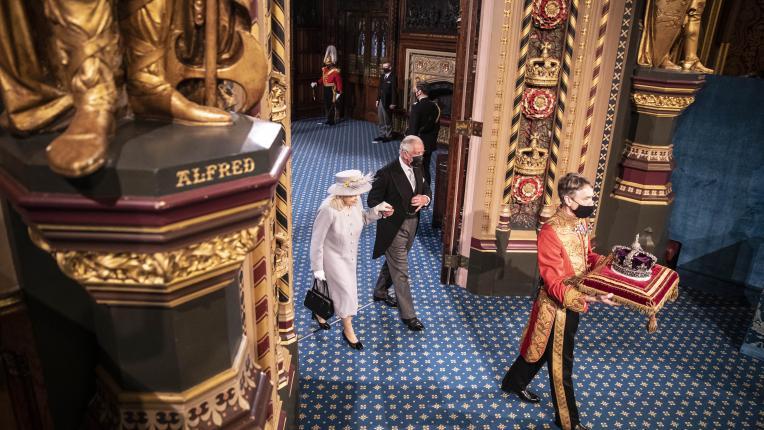 Кралица Елизабет на първия си публичен ангажимент след смъртта на принц Филип