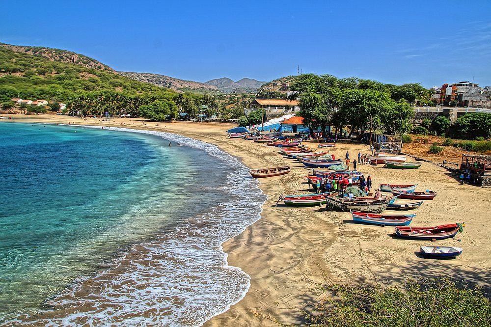 Кабо Верде<br> <br> Белите плажове, палми и кристална вода привличат туристите.<br> <br>