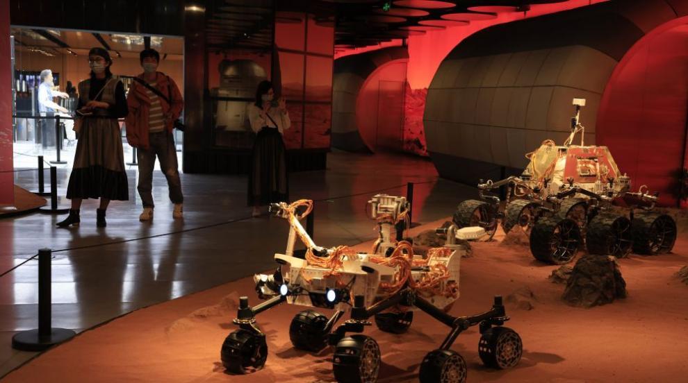 Китайски космически апарат успешно се приземи на повърхността на Марс (СНИМКИ)