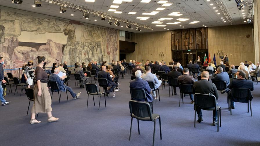 Нова фракция в БСП поиска оставката на лидера Корнелия Нинова