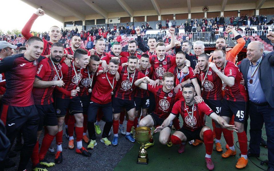 Отборът на Локомотив София направи чудесен подарък за своите фенове,