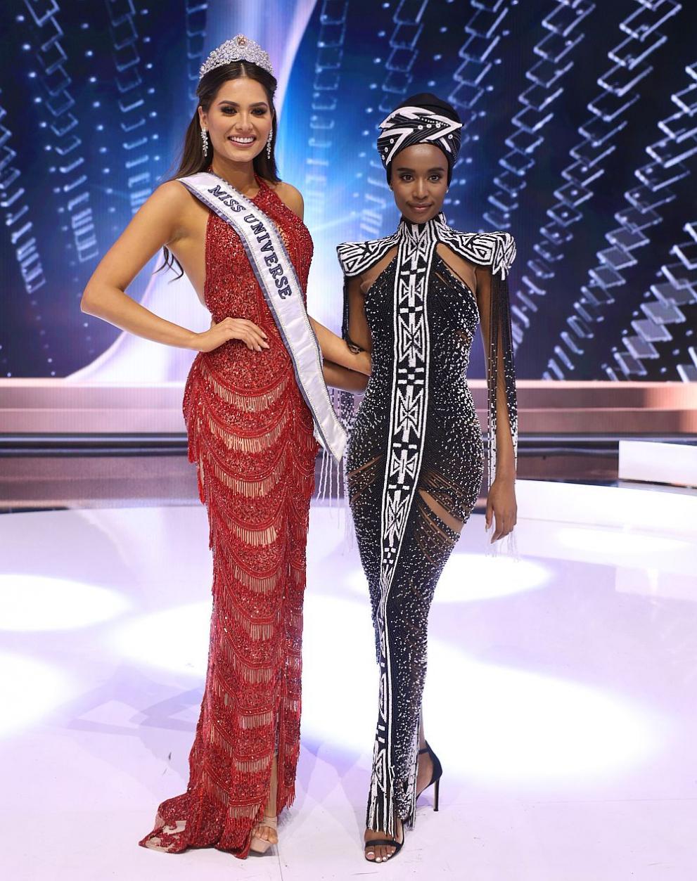 Андреа Меса получи короната от предишната победителка в конкурса Зозибини Тунзи