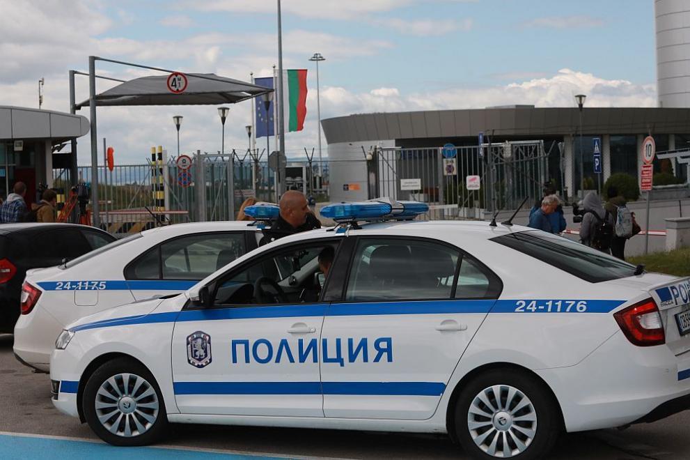 Георги Попов кацна от Дубай в София и бе отведен в следствието под строг конвой