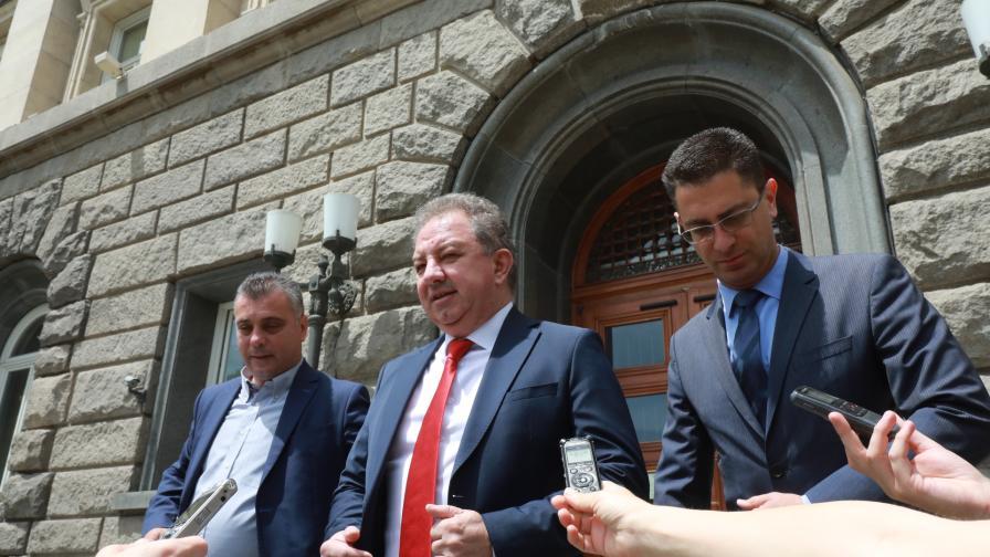 """""""Българските патриоти"""" се регистрираха в ЦИК за предстоящите парламентарни избори"""