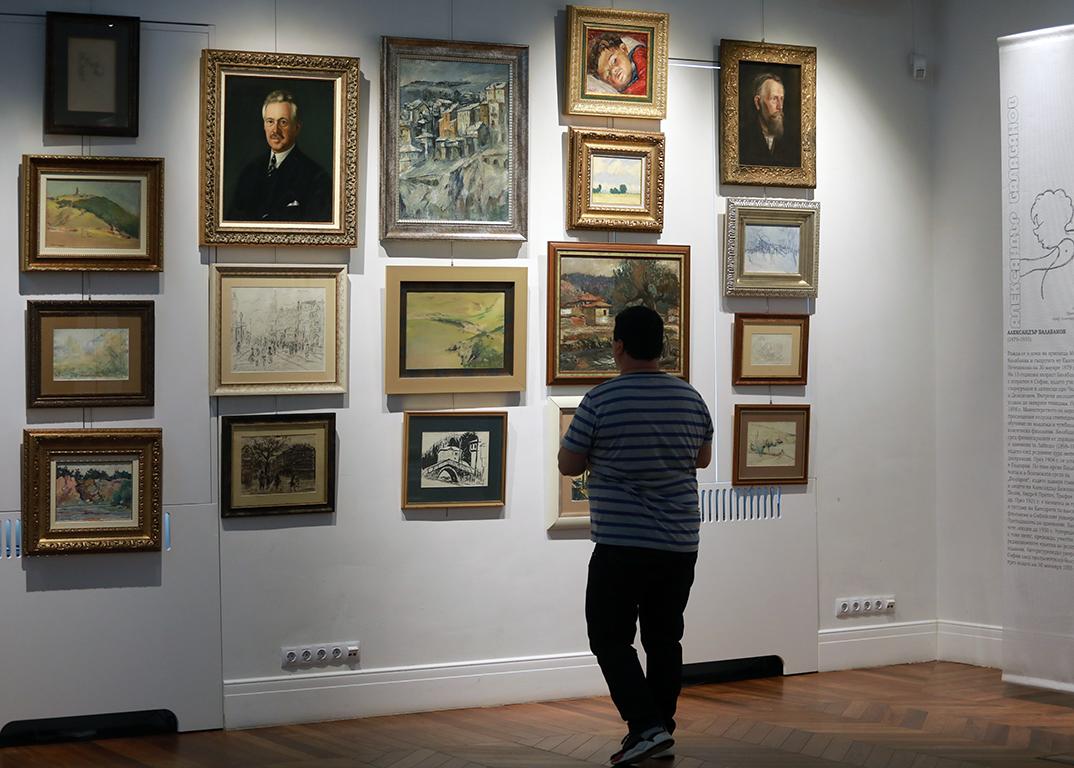 <p>Изложбата &bdquo;Не/разказаните образи от един тефтер&ldquo; и съпътстващият каталог са своеобразно въвеждане в историята на българското изкуство на един новоразкрит артефакт.</p>