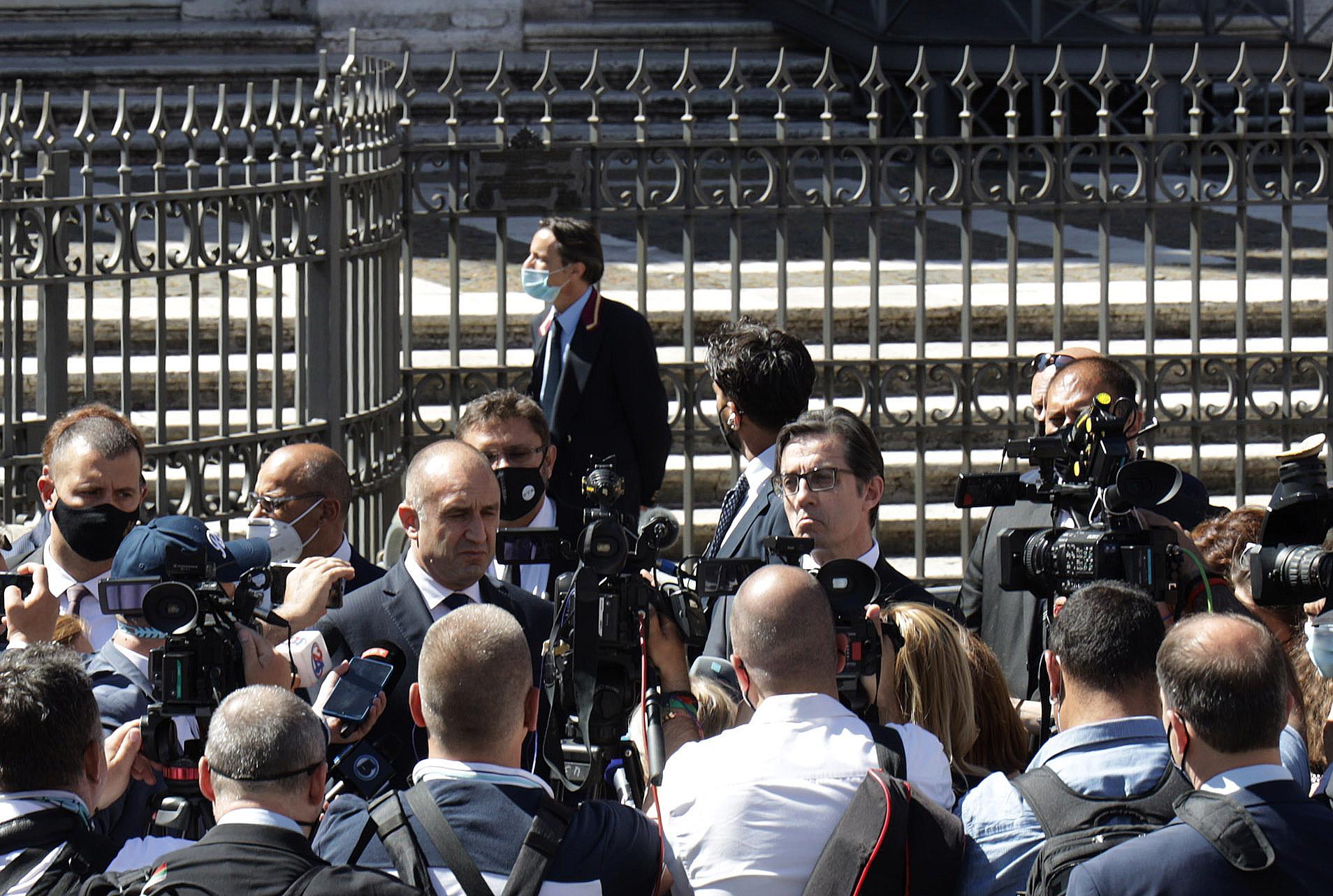 <p>Румен Радев и Стево Пендаровски посетиха заедно със съпругите си базиликата &quot;Санта Мария Маджоре&quot; в Рим</p>