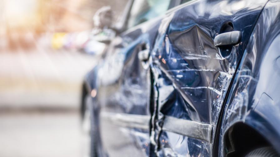 Тежка катастрофа с петима младежи в центъра на София