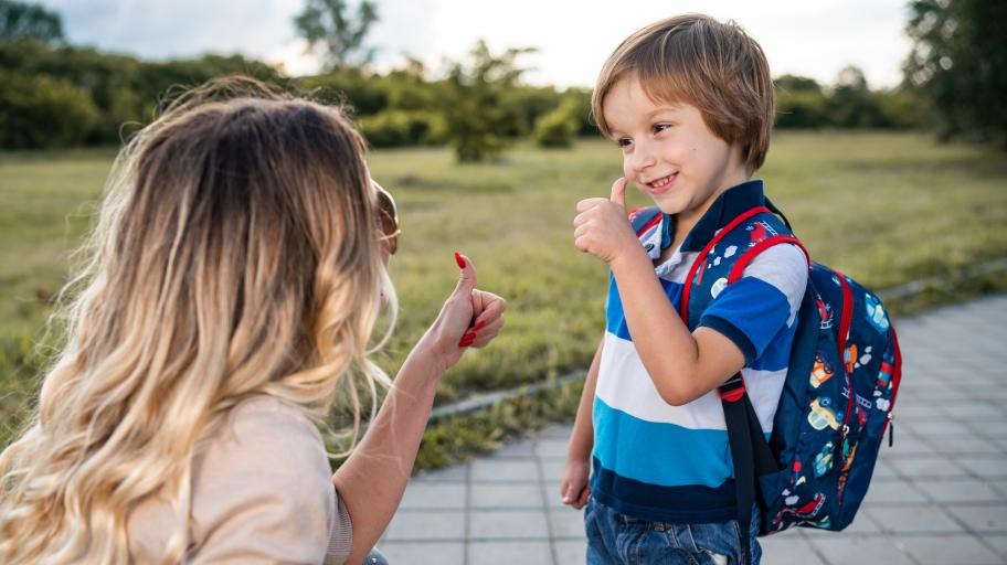Как да отгледаме момченце, което уважава жените?