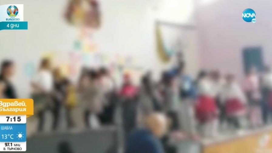 Деца танцуват кючек в народни носии, гневни реакции