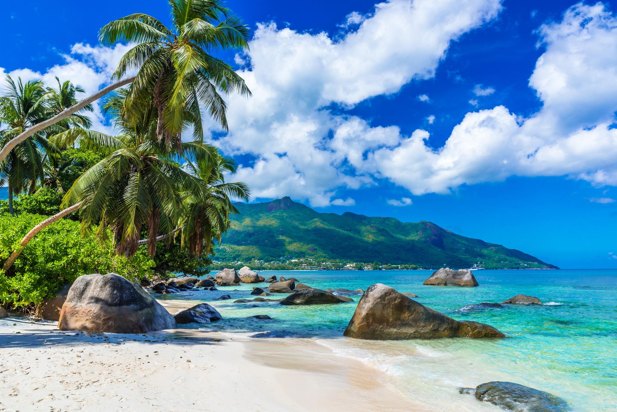 <p><strong>Сейшелските острови</strong></p>  <p>Това райско кътче, разположено край източния бряг на Африка изчезва заради безпрецедентно покачване на морското равнище, което е сериозен риск за островите.</p>