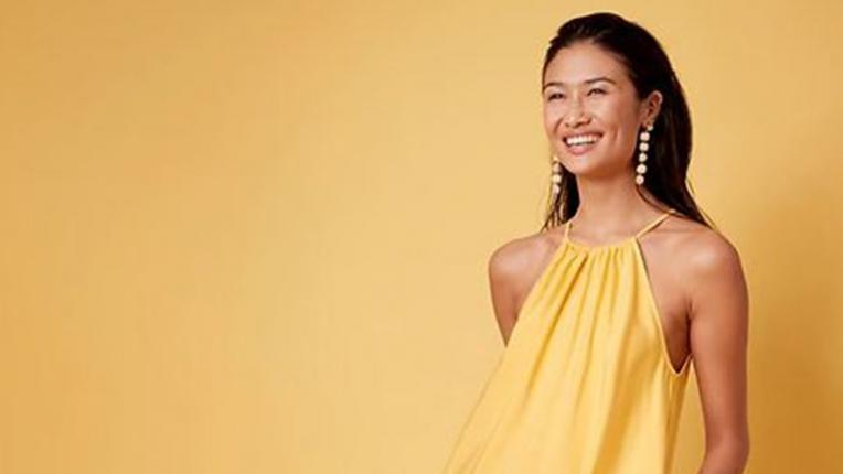Твоята лятна афера с жълтото: 6 рокли на СТРАХОТНИ цени