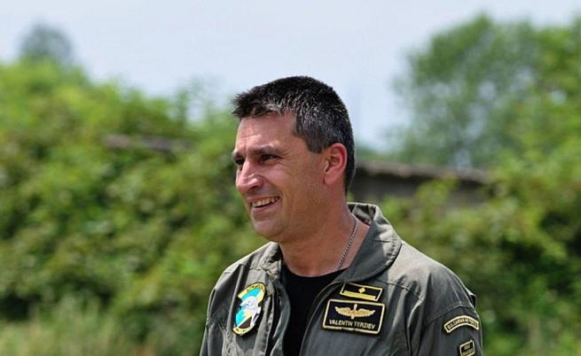 Кой е летецът майор Валентин Терзиев