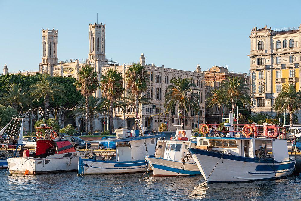 Сардиния е вторият по големина остров след Сицилия в Средиземно море.<br> <br> <br>