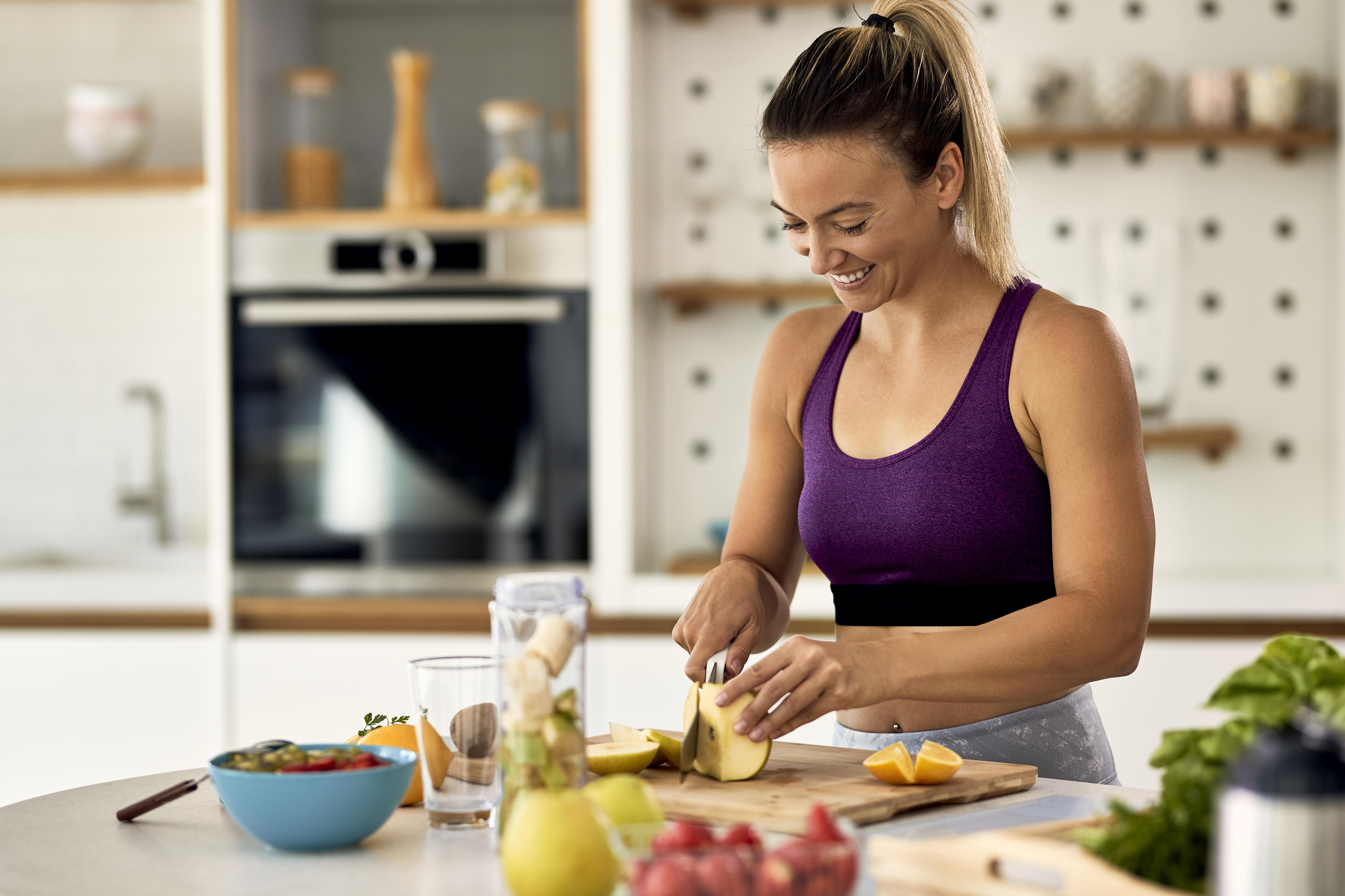 <p>Вечеря: зеленчукова салата, подправена с растително масло и 120 грама варено или задушено в собствен сос пилешко месо;</p>
