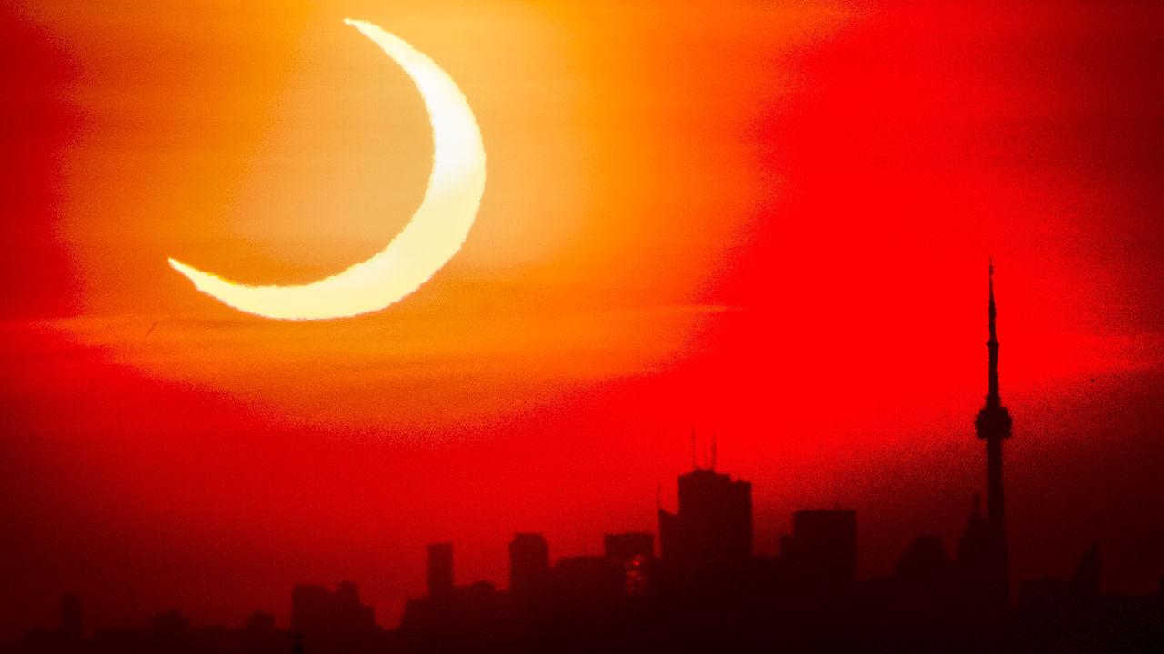 <p>Пръстеновидното слънчево&nbsp;затъмнение в Торонто</p>