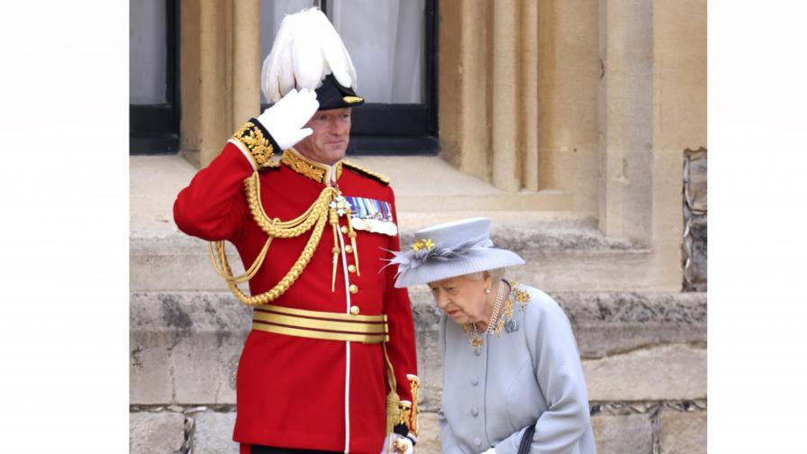 Кралица Елизабет II прие военния парад в...