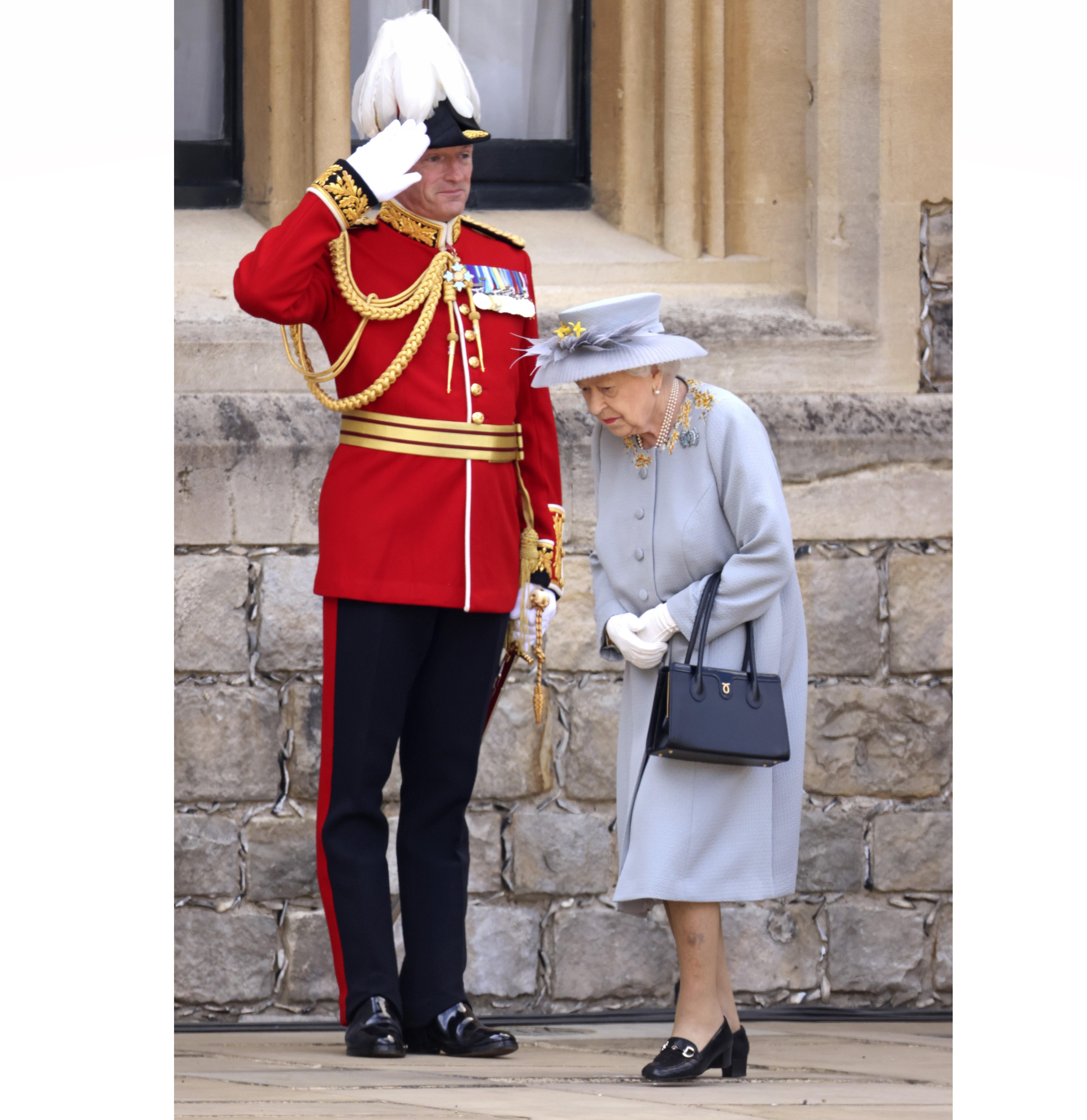 Кралица Елизабет II прие военния парад в чест на официалния й рожден ден в замъка Уиндзор
