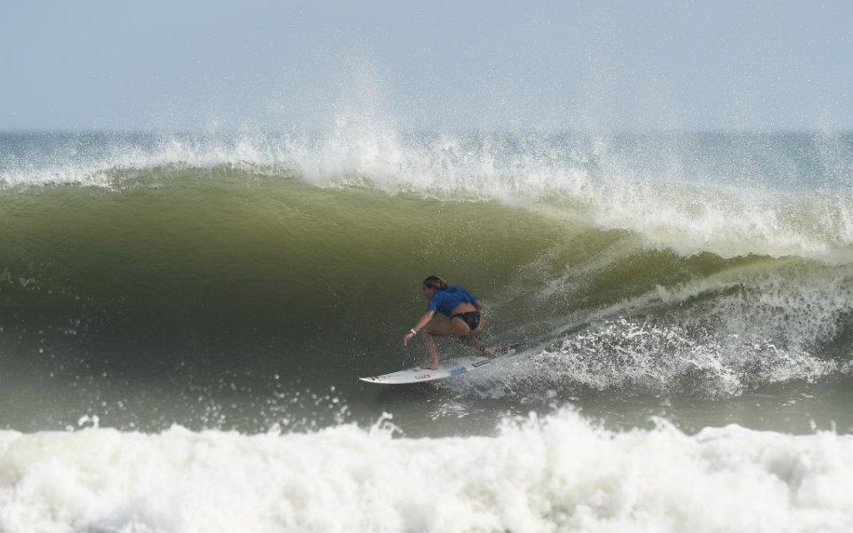 Руби е млада и симпатична сърфистка, която има многобройни фенове