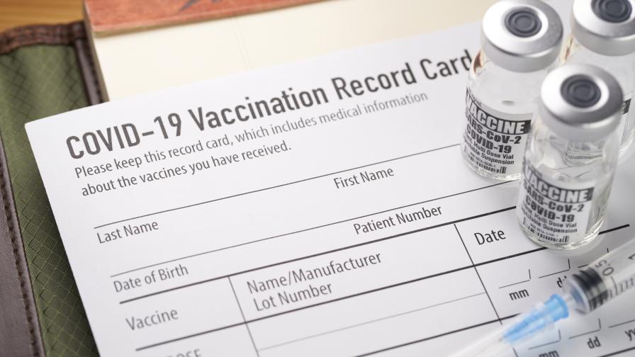 Защо ваксинирани и преболедували останаха без право на COVID сертификат