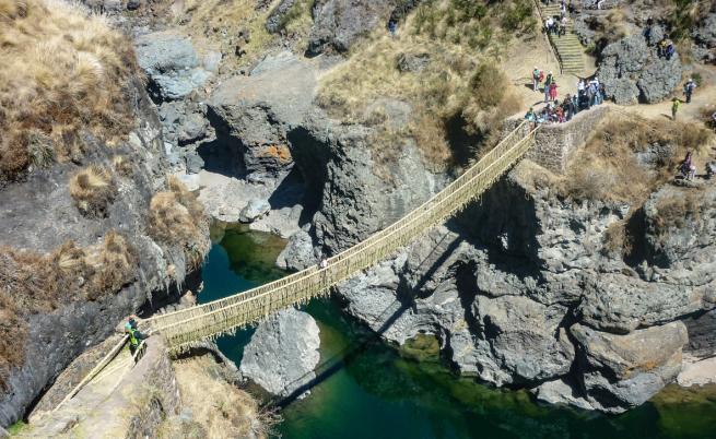 Уникално: Възстановяват древен въжен мост на инките