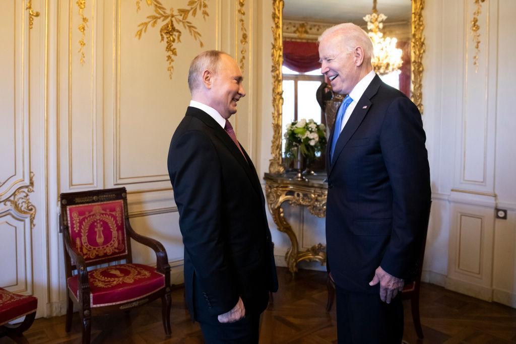<p>Джо Байдън и Владимир Путин в Женева</p>