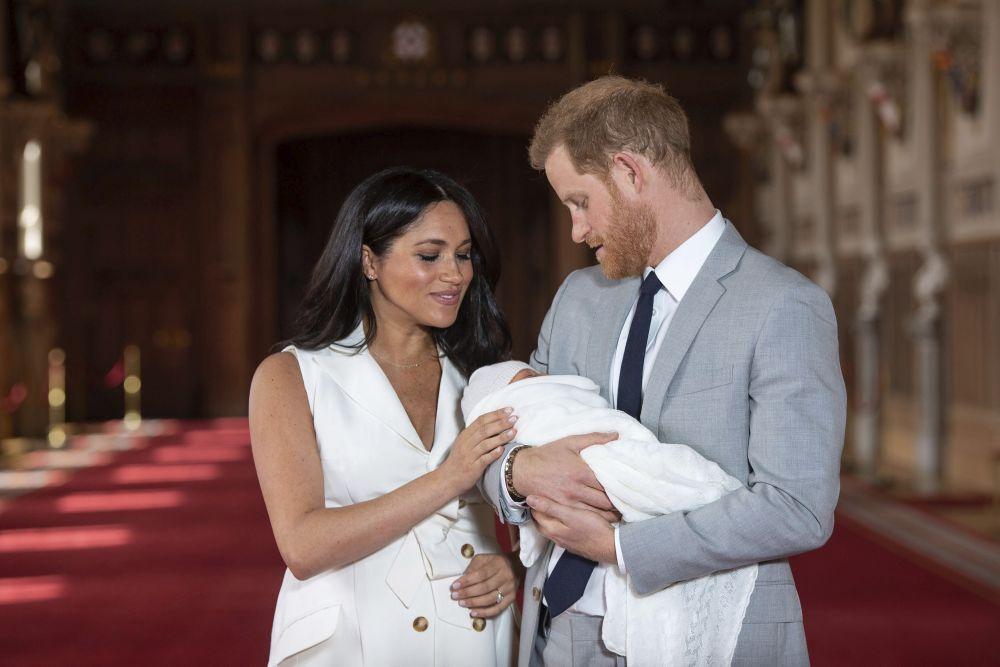 <strong>Меган Маркъл</strong> <strong>и принц Хари</strong> станаха родители за втори път на 4 юни. Второто им дете е момиче. То се казва <strong>Лилибет Даяна Маунтбатън-Уиндзор</strong>.