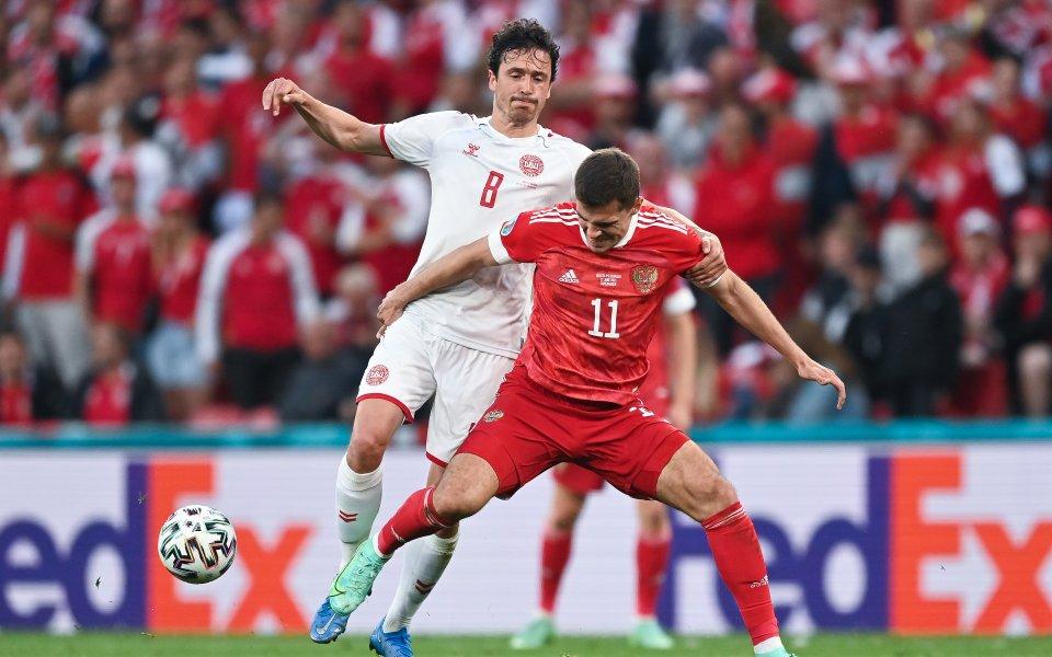 Националните отбори на Русия и Дания играят при