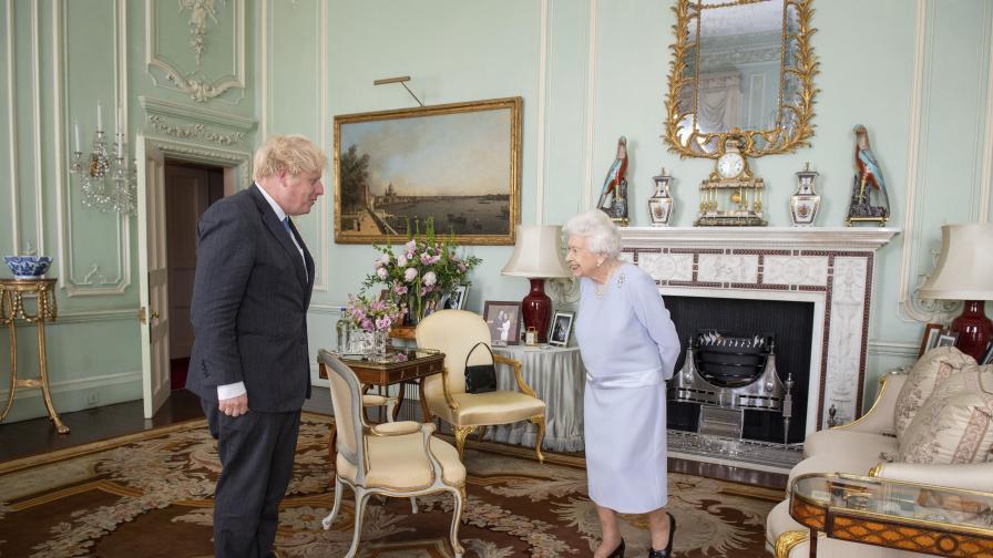 Британската кралица към Джонсън: Много ми е приятно да се видим