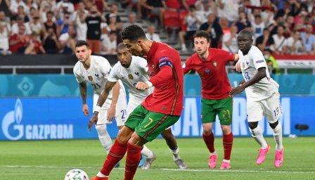Роналдо продължава да пише история, наказа и Франция