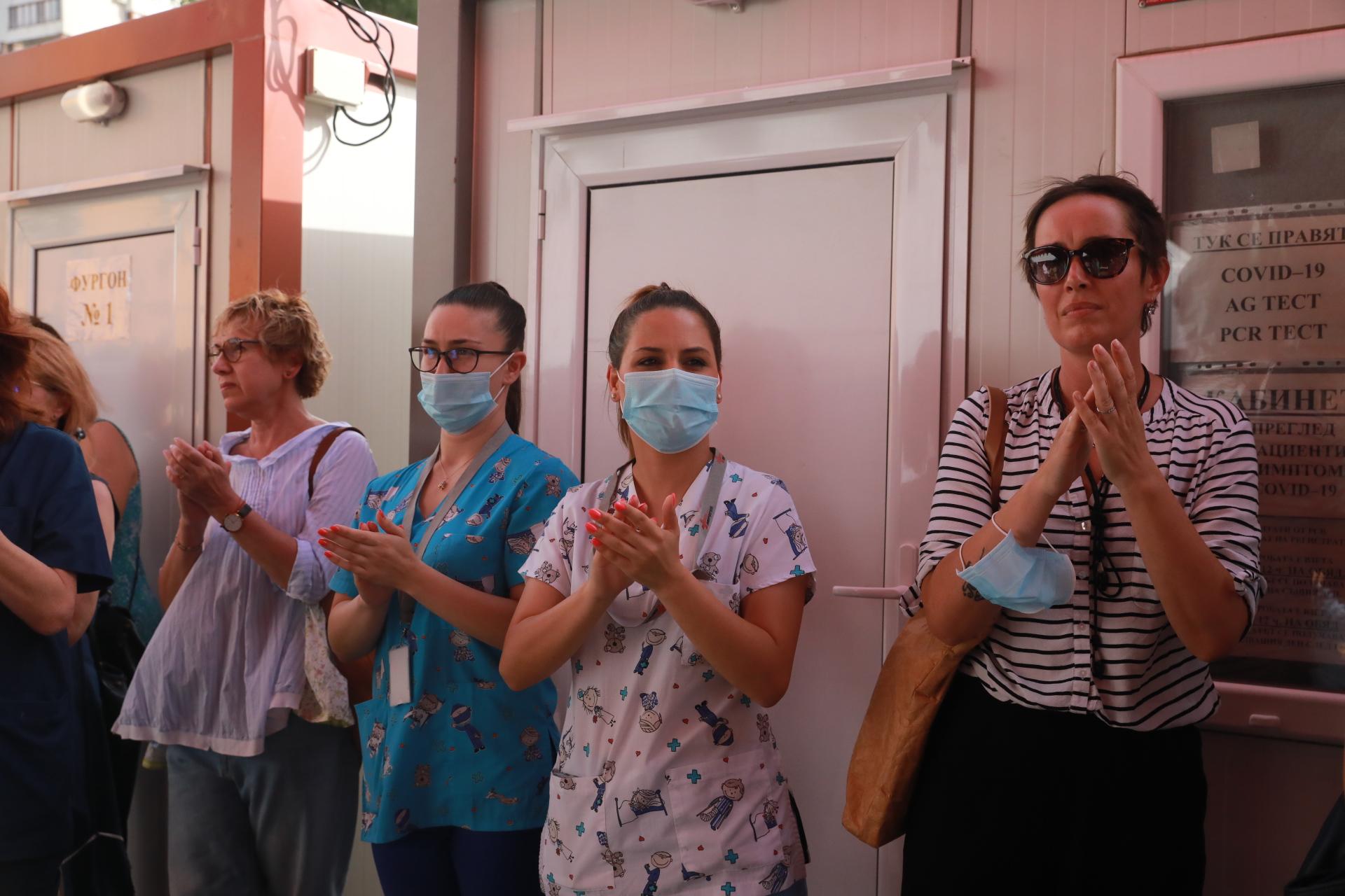 <p>Протест пред Пирогов в защита на доц. Атанасов и COVID-отделението</p>
