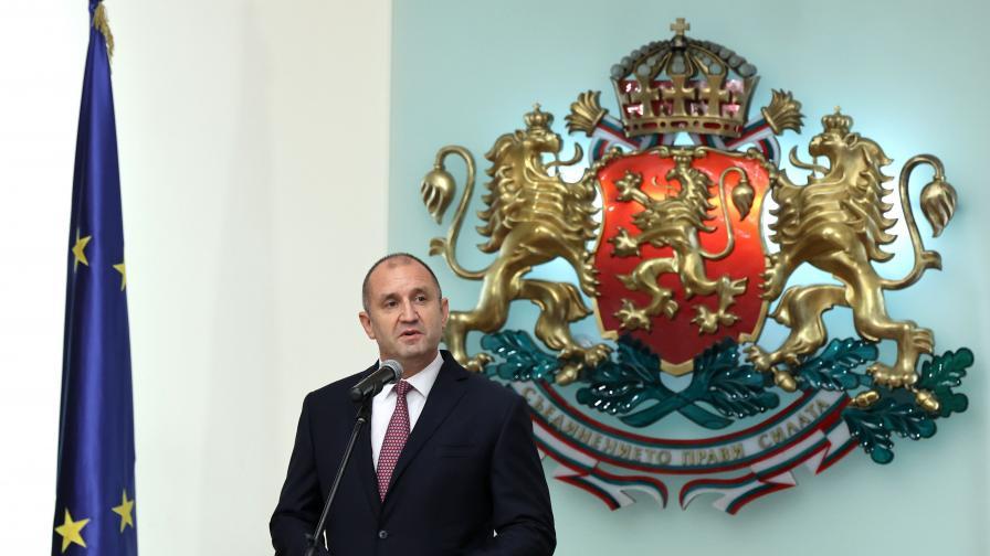 <p>Радев провежда консултации с партиите в петък&nbsp;&nbsp;</p>