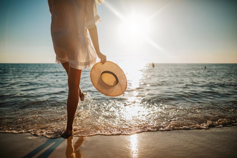 <p><strong>По-дълъг живот</strong></p>  <p>Проучване, което обхваща 30 000 шведски жени, показва, че тези, които прекарват повече време на слънце, живеят с шест месеца до две години по-дълго от тези, които се излагат по-малко на слънце. Необходимо е да се направят още изследвания в тази област, но учените продължават да проучват.</p>
