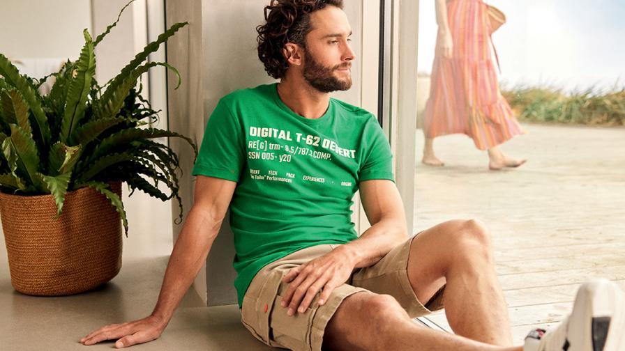 Мъжки тениски и сникърси – винаги отлична комбинация