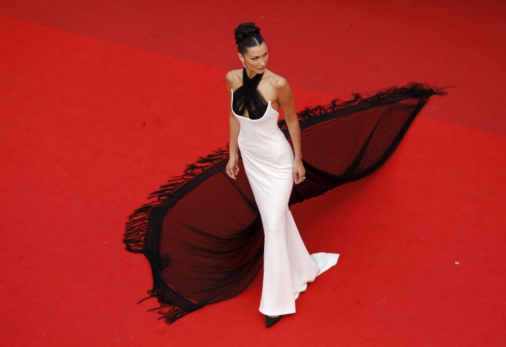 На червения килим я обожават - Бела Хадид - призната за най-красивата жена в света