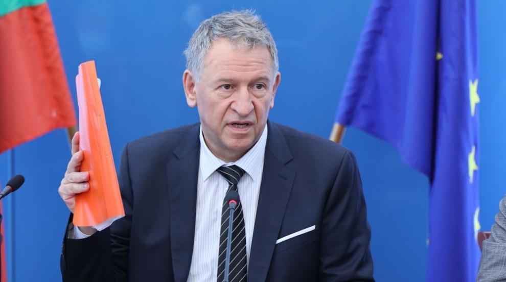 Министър Кацаров: Имало е мощна хакерска атака срещу системата за сертификати