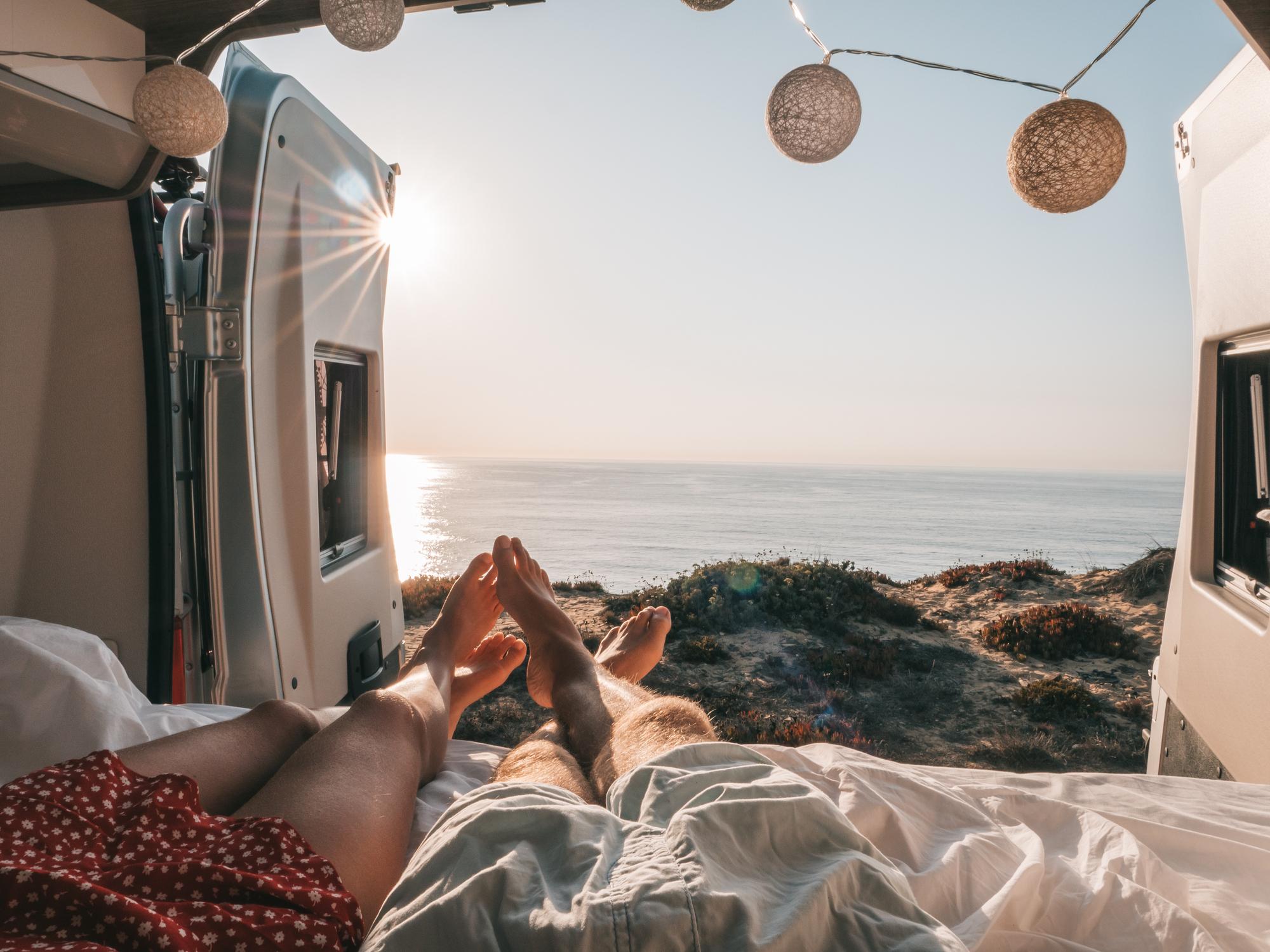 <p>Телец</p>  <p>Телецът обича комфорта и лукса. Предложението ни е свързано с приключенския къмпинг, но без да се прави компромис с условията - всеки представител на тази зодия би се чувствал прекрасно в луксозна каравана на брега на морето.</p>